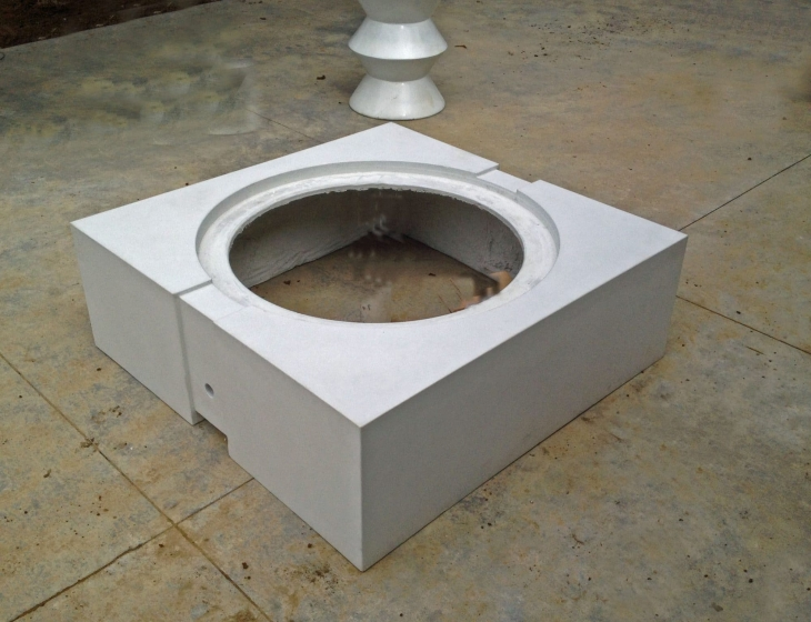 White concrete firepit with reveal