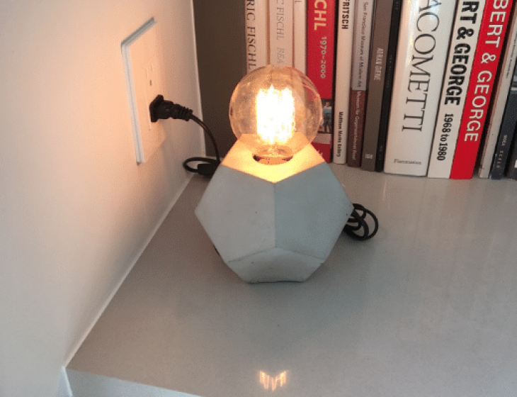 Geometric concrete table lamp